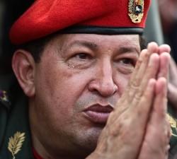 Hugo Chavez rezando