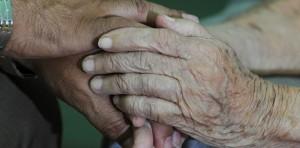 ancianos-manos