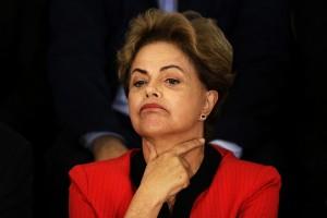 DILMA ROUSSEFF RECEBE APOIO DE MOVIMENTOS SOCIAIS